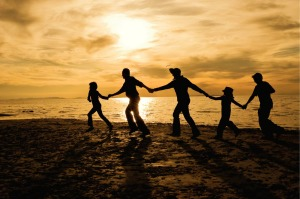 family-silhouette-on-beach-722634-print